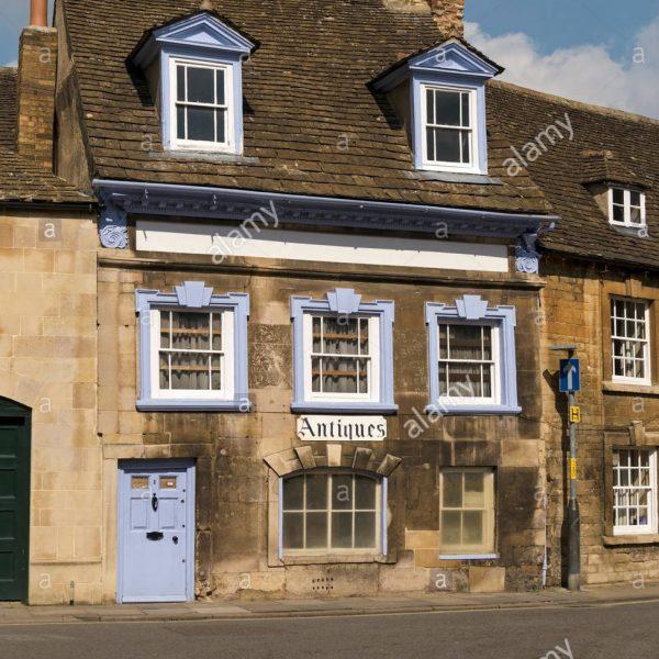 old-antique-shop-cottage-st-georges-square-stamford-lincolnshire-england-HP6FBJ