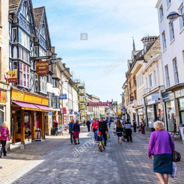 stamford-town-centre-shops-pedestrianised-shopping-area-center-lincolnshire-G1842K